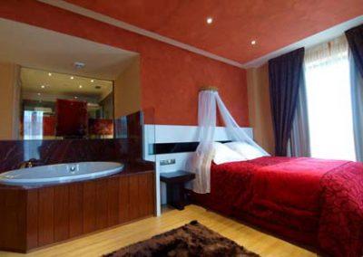 suite con jacuzzi en la habitacion 2