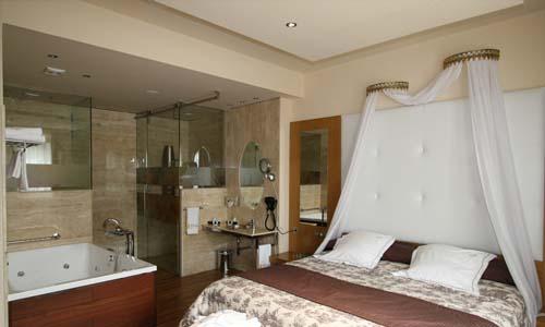 suite con jacuzzi en la habitacion 4